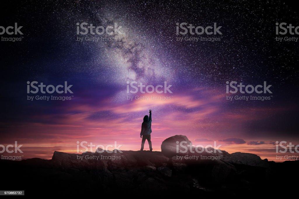 Nacht-Landschaft und Milky Way – Foto
