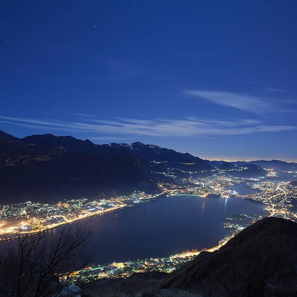 night landscape - lecco lombardije stockfoto's en -beelden