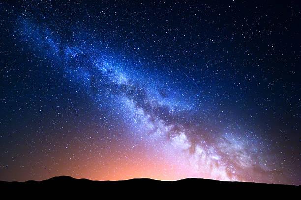 ナイトの風景カラフルな 天の川 ストックフォト