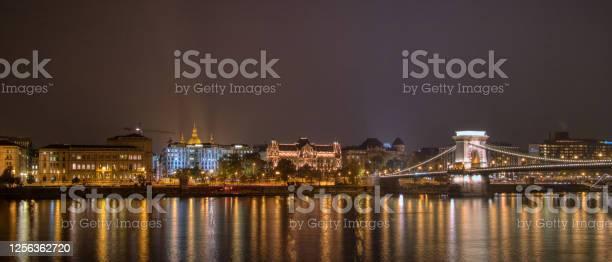 Night lighting view to the historical part and chain bridge across picture id1256362720?b=1&k=6&m=1256362720&s=612x612&h=yuqch9rvbu8lebpfg nw9vgrqkegmkxlrtd0raocyik=