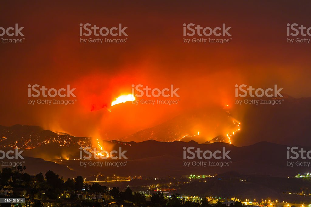 Night long exposure photograph of the Santa Clarita wildfire foto