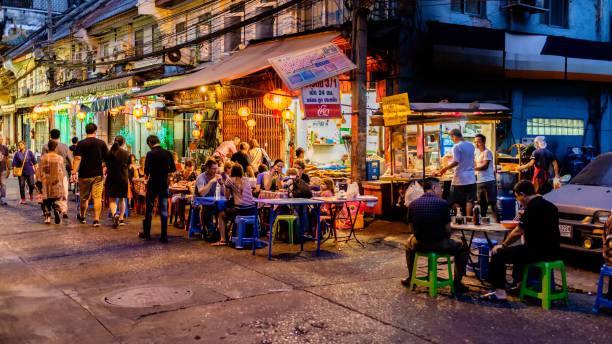 nachtmarkt für koch chinatown (yaowarat) unterwegs. - streetfood stock-fotos und bilder