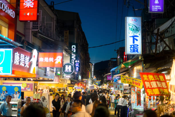Night market in Taipei, Taiwan View of crowded night market in Taipei, Taiwan night market stock pictures, royalty-free photos & images