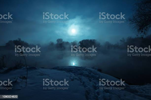 Night mystical scenery full moon over foggy river snow covered picture id1090024620?b=1&k=6&m=1090024620&s=612x612&h=fwvtj7ii2unb7zrbltfrqqjax0a42tfxsi9 dfsscn0=