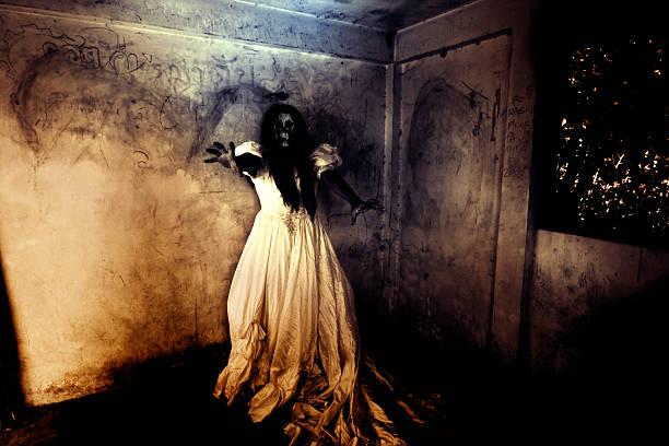 night of the revenge - beyaz elbise stok fotoğraflar ve resimler
