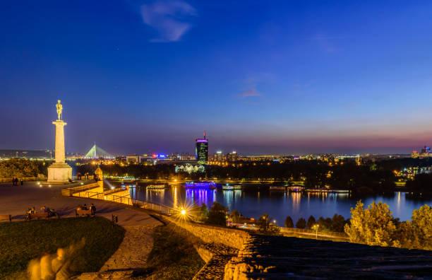 Nachtpanorama von Belgrad – Foto