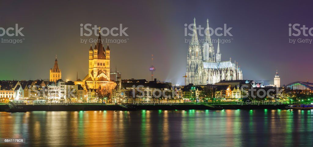 Night panoramic view of Cologne, Germany foto stock royalty-free