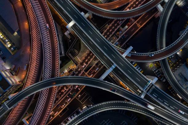 night photograph of complicated intersecting highway. - estrada principal imagens e fotografias de stock