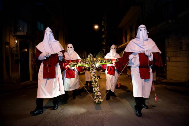 Nachtprozession in Enna, Sizilien – Foto