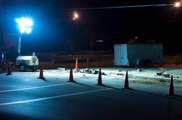 noche roadwork-aislarse con conos de tráfico - generadores fotografías e imágenes de stock