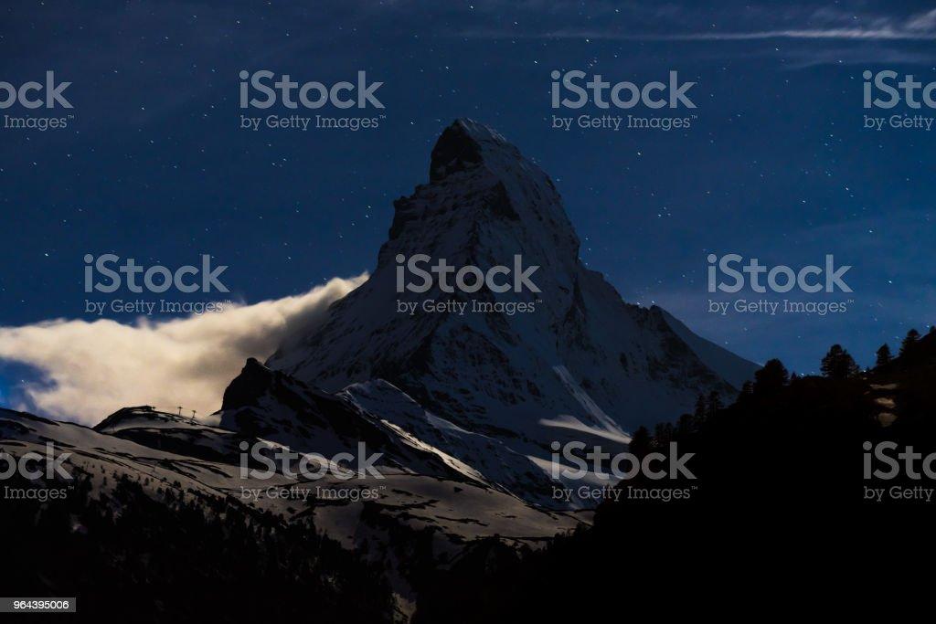 Nacht scape van Matterhorn Berg Zwitserland Alpen - Royalty-free Achtergrond - Thema Stockfoto