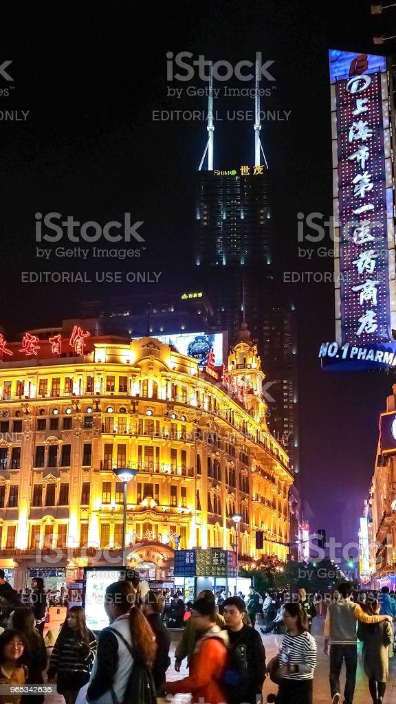 난징 로드 보행자 거리, 상하이, 중국 따라 야경 - 로열티 프리 거리 스톡 사진