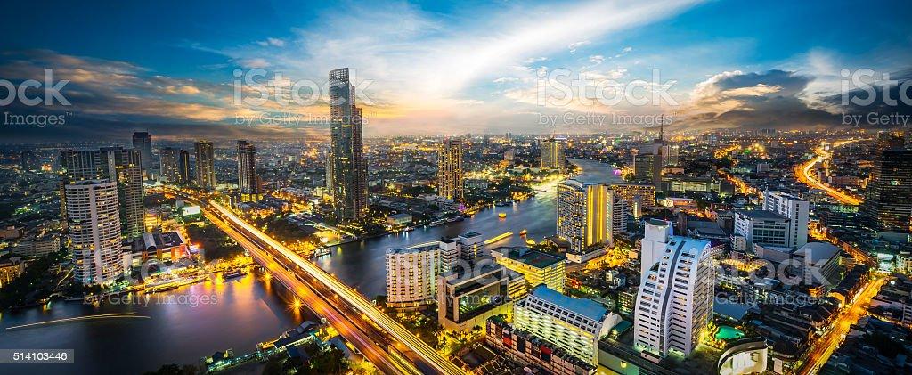 Scena notturna del paesaggio urbano - foto stock
