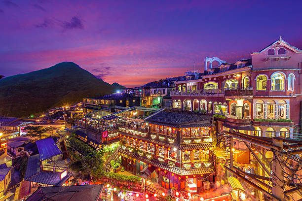 nachtansicht von taipeh  - insel taiwan stock-fotos und bilder