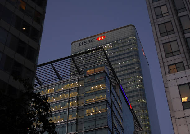 Night shot of the HSBC tower in Carary Wharf London, United Kingdom - September 11 2007:   Night shot of the HSBC tower in Carary Wharf hsbc stock pictures, royalty-free photos & images