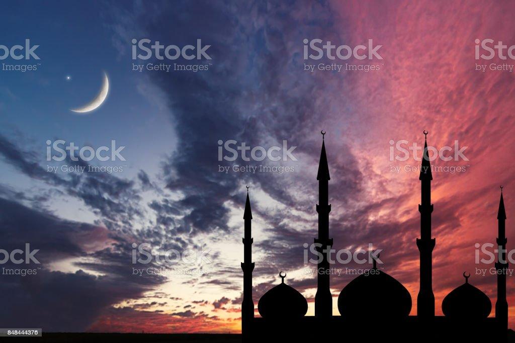 Nacht Himmel Landschaft Moschee Kontur, Crescent Moon Stars, Ramadan Kareem Feier. – Foto