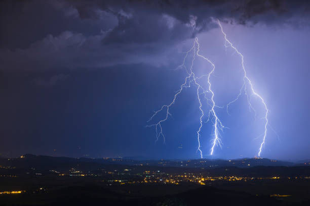 night sky lightning storm - extreme weather stock pictures, royalty-free photos & images
