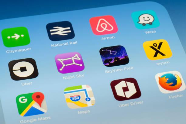 Cielo nocturno, SkyView y otro aplicaciones al aire libre en la pantalla del iPad - foto de stock