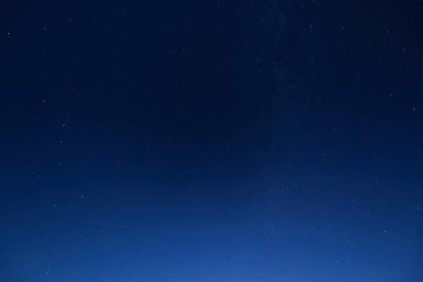 night sky with stars - céu a noite imagens e fotografias de stock