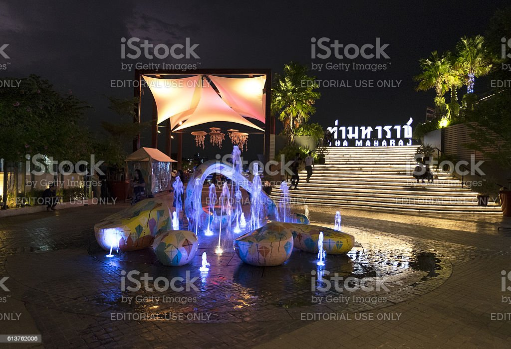 Night time at Tha Maharaj, shopping and dining place stock photo