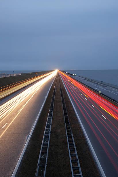 Night traffic on the Afsluitdijk foto