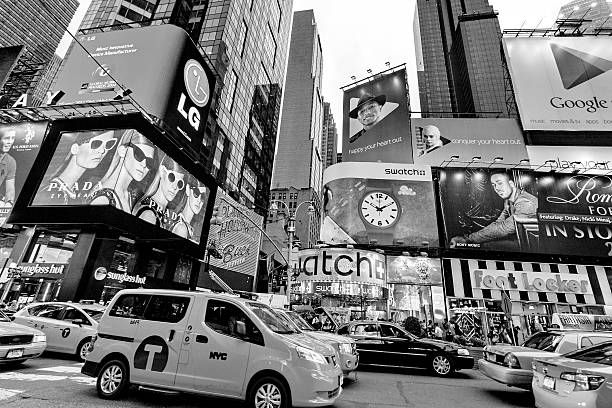night traffic times square, new york, midtown, manhattan - new york times stock-fotos und bilder