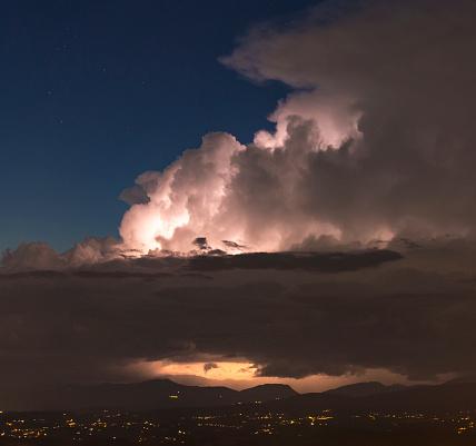 Foto de Updraft Noite De Tempestade e mais fotos de stock de Bigorna - Ferramenta de trabalho