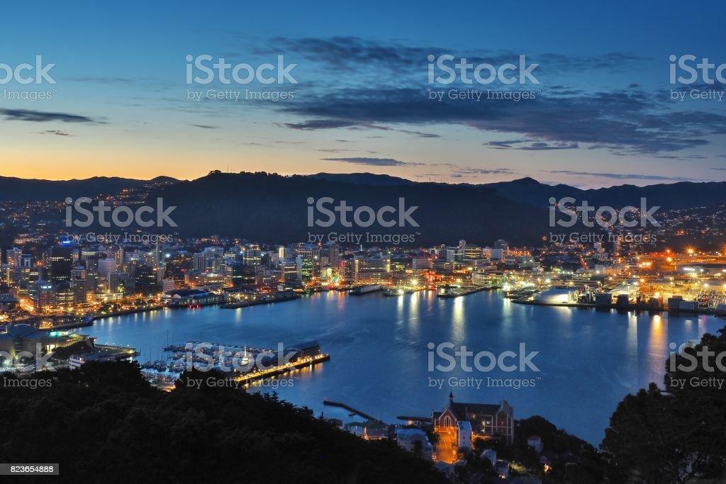 Nachtansicht von Mt Victoria über Wellington, New Zealand – Foto