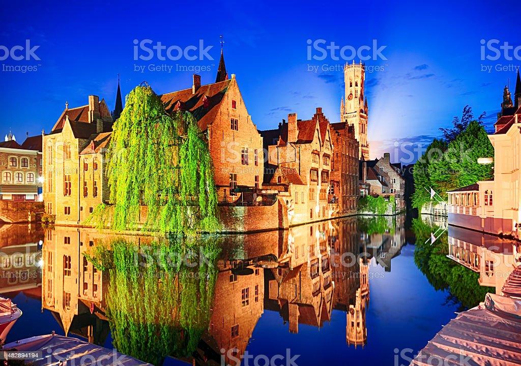 Vue de nuit de la tour de Belfry à Bruges, Belgique - Photo