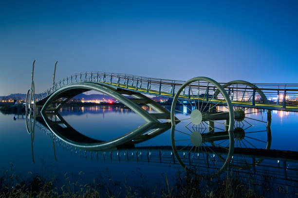 Night view of bicycle bridge in Siheung, Gyeonggi province  KVD702 자전거 다리의 야경 footbridge stock pictures, royalty-free photos & images