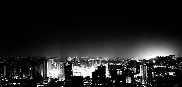 Vista noturna de edifícios em São Paulo/Regional2014 - foto de acervo