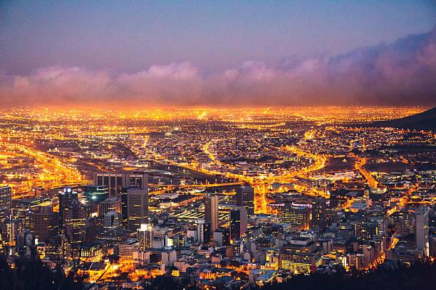 夜のケープタウンで南アフリカ ストックフォト