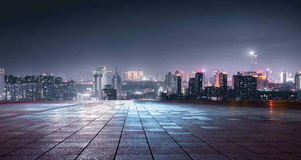 vista nocturna de las luces de la ciudad frente a la plaza de mármol, xuzhou, china - ciudad fotografías e imágenes de stock