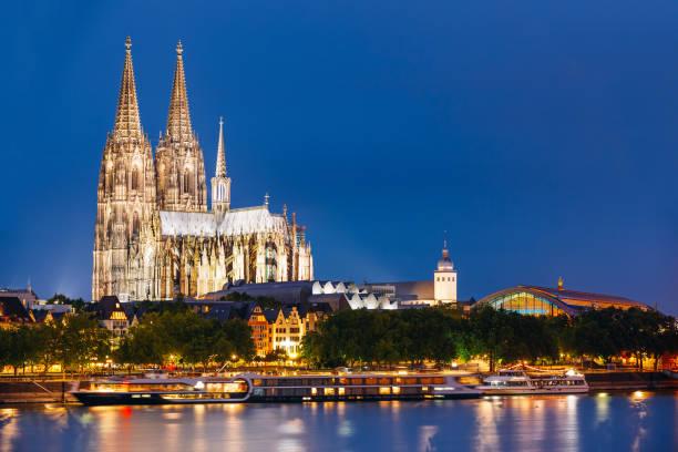 nacht blick auf den kölner dom, deutschland. europa - kölner dom stock-fotos und bilder