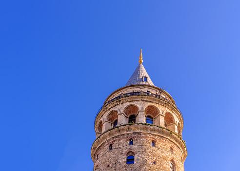 Night View Of Galata Tower A Medieval Famous Landmark — стоковые фотографии и другие картинки Архитектура