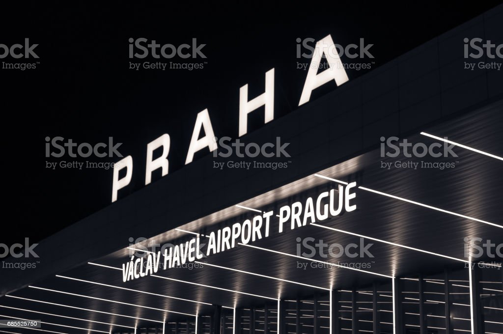 在捷克共和國布拉格國際機場的夜景。瓦茨拉夫哈威爾機場布拉格 免版稅 stock photo