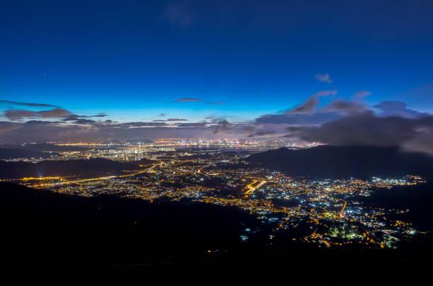 Night view of Shenzhen and New Territories, Hong Kong. – zdjęcie