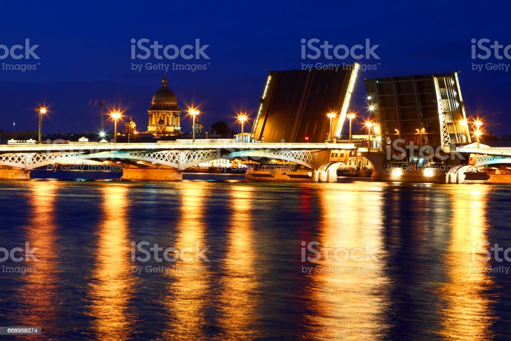 Night view of St. Petersburg. Russia.The raising of the bridges. foto stock royalty-free