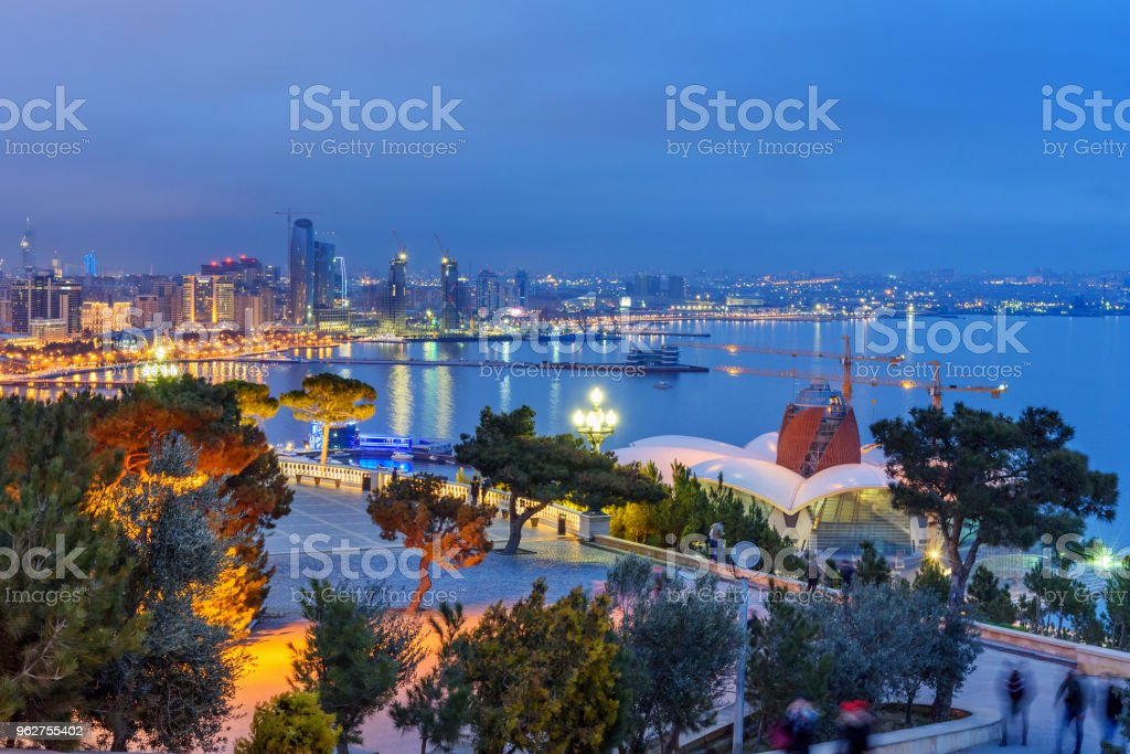 Night view of the city and Baku boulevard. Baku. Azerbaijan - Foto stock royalty-free di Acqua