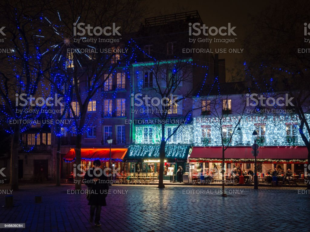 Night view of the famous square of artists and typical restaurants...
