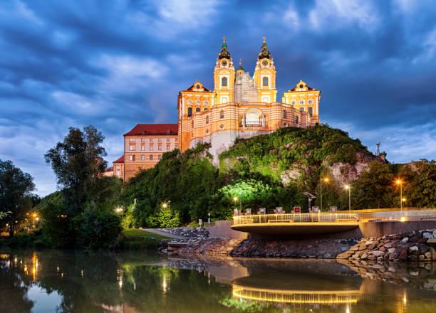 Nachtansicht des berühmten St. Peter und Paul Church, Benediktiner Stift Melk, Wachau Valley, Niederösterreich – Foto