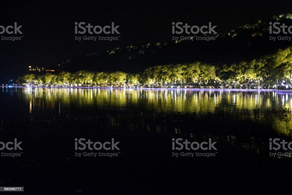 Night view of the West Lake, Hangzhou, Zhejiang province, China foto de stock royalty-free