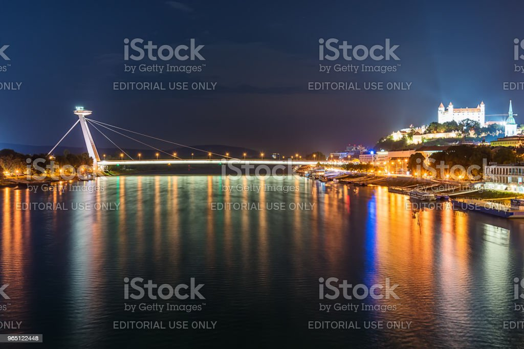 Night view on new bridge in Bratislava with castle on right side and lights reflection on Dunaj river. zbiór zdjęć royalty-free
