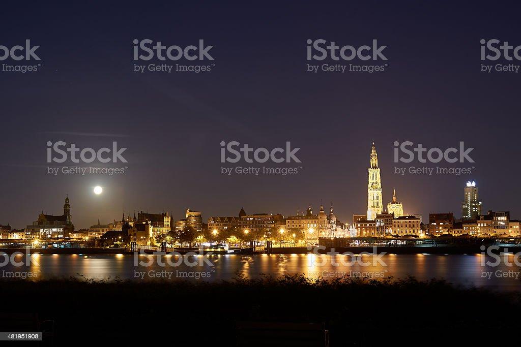 Vue de nuit sur la ville d'Anvers - Photo
