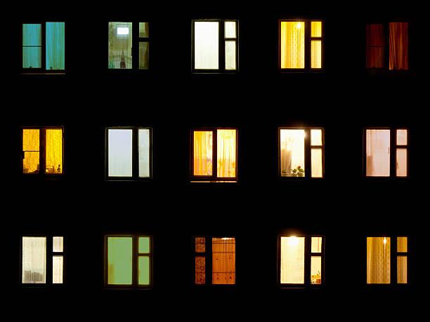 Nacht Fenster von Wohnungen Hintergrund-block – Foto