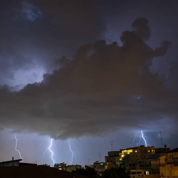 夜間冬閃電風暴-以色列圖像檔