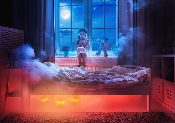 albtraum für kinder. - marvel schlafzimmer stock-fotos und bilder