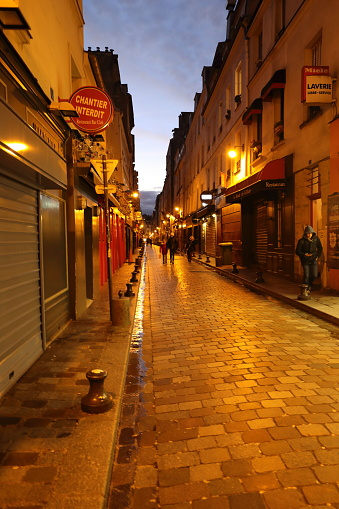 Nightscape Of Paris France — стоковые фотографии и другие картинки Без людей