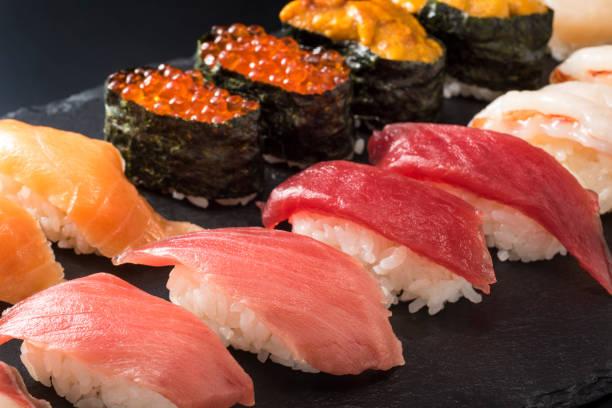 握り寿司 - 回転寿司 ストックフォトと画像