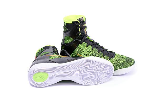 nike kobe elite-victory high-top-basketball-schuh sneaker - nike sneaker weiß stock-fotos und bilder
